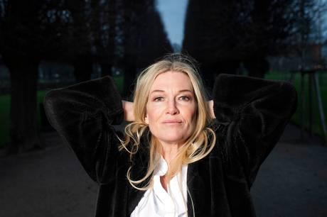 Seks år efter at instruktør Anne-Grethe Bjarup Riis' søn blev ramt af leukæmi, har hun nu lavet en personlig dokumentar, som følger hele sygdomsforløbet.