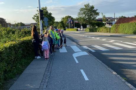 I Skanderborg Bakker har en forældregruppe taget initiativ til en gåbus-ordning for byens nye skolebørn.