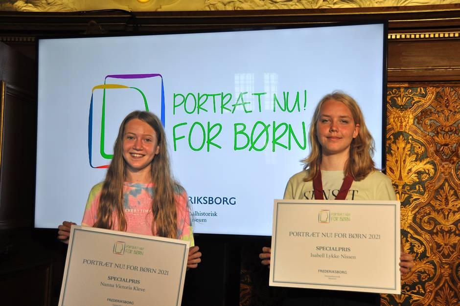 Isabell Lykke Nissen og Nanna Victoria Kleve modtog i fredags specialpriser for deres portrætter.