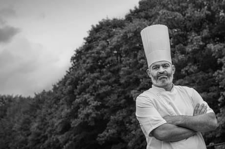 Den aarhusianske restaurant Frederikshøj bliver på en enkelt Michelin-stjerner. Genåbnet restaurant på Aarhus Ø genvinder stjerne, mens Domestic modtager grøn stjerne. Gastromé beholder stjerne.