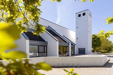 Blev barnedåben udskudt, kan man nu få døbt poderne ved Tumlingedåb i Ellevang Kirke.