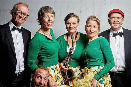 Favorittes består afKaroline Budtz, vokal, Kirsten Pedersen, vokal og sax, Cilja Haugland, vokal - Peter Bjerrum, trommer, Finn Kjær, piano og Jesper Carlsen, kontrabas. Pressefoto