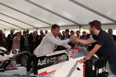 Torsdag eftermiddag blev Tom Kristensens Audi R18 bygget 1:1 i Lego-klodser afsløret i Mindeparken.