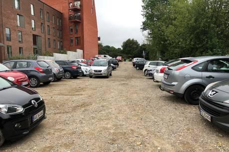 I hjertet af byen findes en parkeringsplads, hvor biler parkerer gratis og uden risiko for bøder. Det er der en særlig grund til – det en nemlig ikke en parkeringsplads.