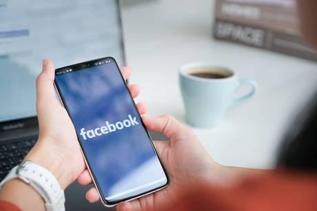 """En gældsrådgiver kalder grupper på Facebook, hvor der udbydes lån fra private, for """"det vilde vesten""""."""