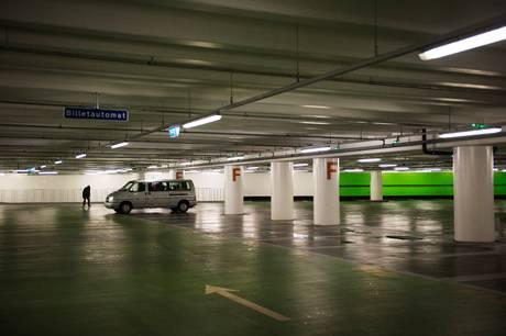 Indførelsen af beboerparkering har gjort det lettere at finde parkeringspladser, men det har ikke løst hele problemet, lyder det fra to lokale fællesråd.