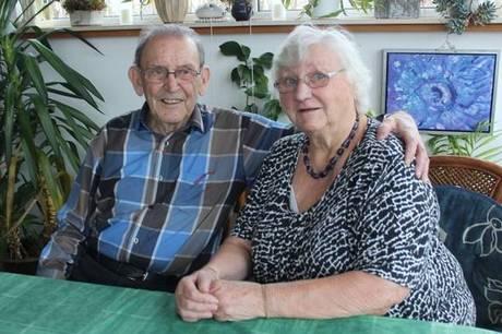 Ægteparret Molly og Benny Thomsen fra Ryomgård svigter sjældent et byrådsmøde, selv om deres dåbsattest fortæller, at de har nået en høj alder.