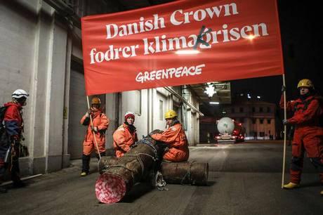 Onsdag morgen havde Greenpeace sat en aktion i værk nede på Aarhus Havn ved DLG-fabrikken. Nogle timer senere blev dele af aktionen opgivet, da man opdagede, at fabrikken ikke producerer det, der blev protesteret mod.