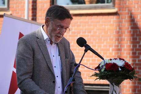 Socialdemokratiets lokalformand i Syddjurs, Søren K. Lauridsen, undrer sig over, hvorfor beskyldningerne mod Christian Haubuf om at have udøvet sexchikane på sin tidligere arbejdsplads rejses en måned før kommunalvalget.