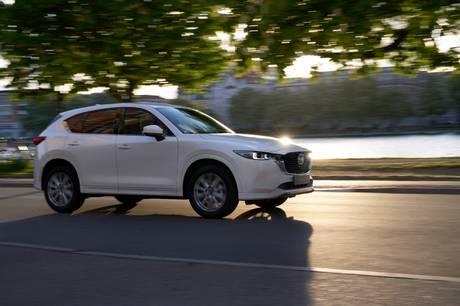 Mazda CX-5 får et facelift, hvor der især er sket forbedringer med køredynamik, støjdæmpning og sikkerhedsudstyr.