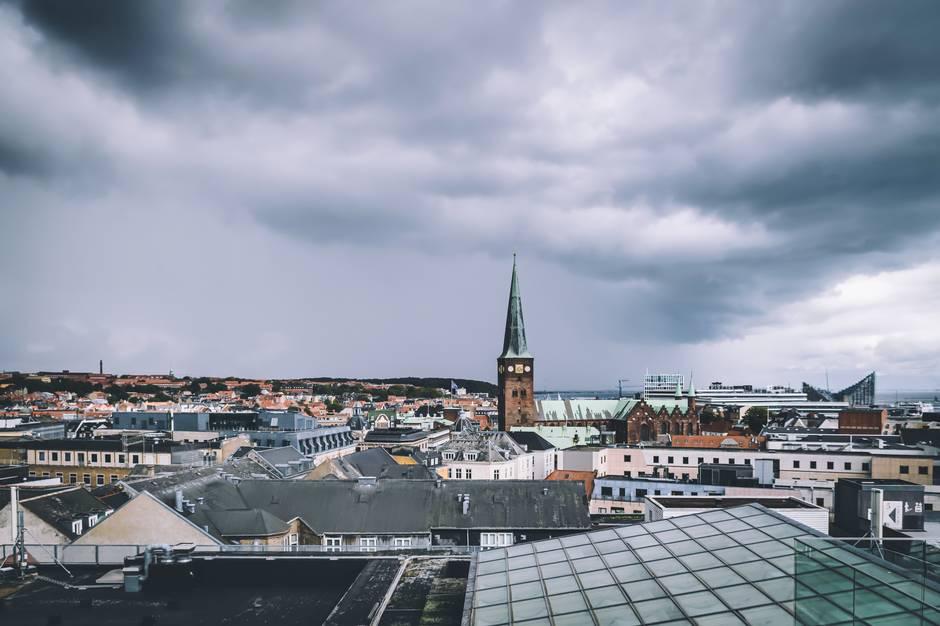Aarhus er blandt fem europæiske forsøgsbyer i nyt EU-projekt, der skal forbedre luftkvaliteten i udsatte boligområder. Modelfoto: Adobe Stock