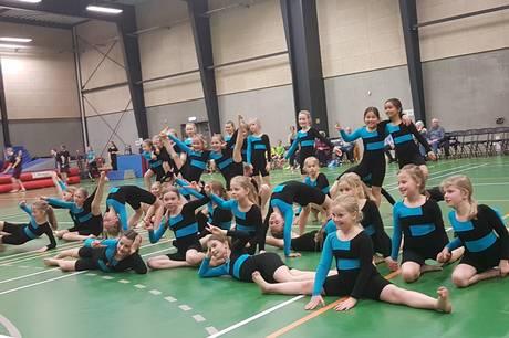 I Hinnerup Gymnastik melder færre piger sig til rytmeholdene. Det ærgrer foreningen og de unge frivillige instruktører, som brænder for dans og rytme. De vil vende udviklingen og gøre op med forestillingen om den klassiske rytmegymnastik.