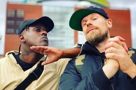 """Ud fra dogmet én time til ét track har produceren DJ Static og rapperen Negash Ali sammen begået albummet """"error.is.human"""". I oktober udstiller hiphopduoen albummets visuelle udtryk og tekster på Aros."""