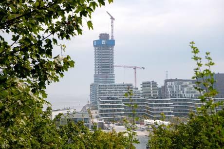 Boligpriser skyder i vejret og høje tætte bygninger kaster skygger over byen. Er byudviklingen på vej i den rigtige retning i Aarhus Kommune?