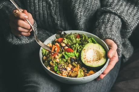 Der er masser af muligheder i det grønne køkken, og her får du inspiration til tre retter, som kan glæde både vegetarer og kødspisere.