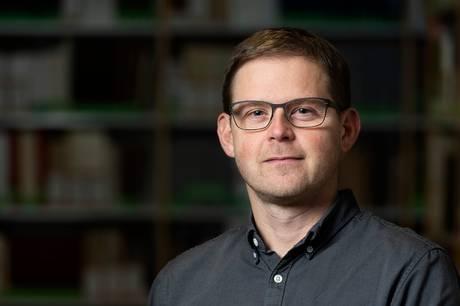 Peter Jensen Maring, Ph.d. ved Moesgaard Museum og Aarhus Universitet, med bopæl i Ryomgård modtog 1. oktober sammen med to kolleger den prestigefyldte Erik Westerby-pris på 100.000 kroner.