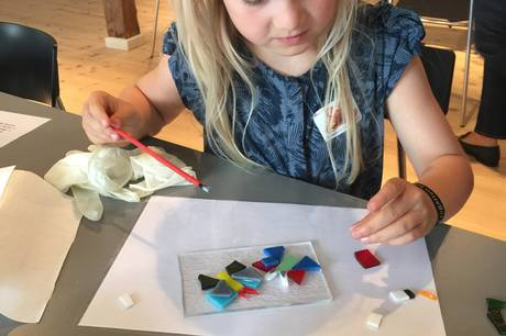 Der er entré til halv pris og masser af aktiviteter i efterårsferien på Glasmuseet Ebeltoft.