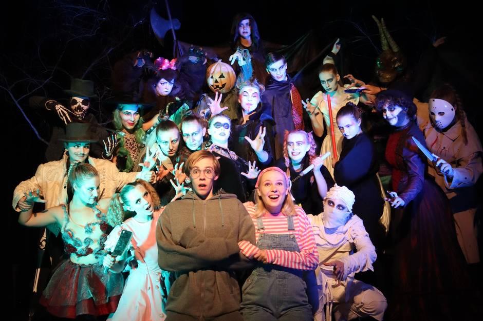 I efterårsferien kan man opleve unge spille minimusicalen Nattens Tivoli i Hermans i Tivoli Friheden.