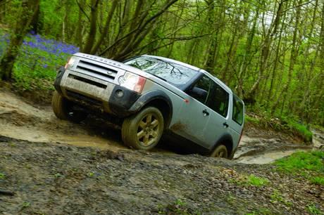 Jaguar Land Rover mener, at VW-koncernen har hugget englænderens Terrain Response-system.