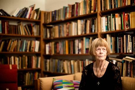 Charlotte Strandgaard sov stille ind lørdag morgen omgivet af sine nærmeste, skriver Politiken.