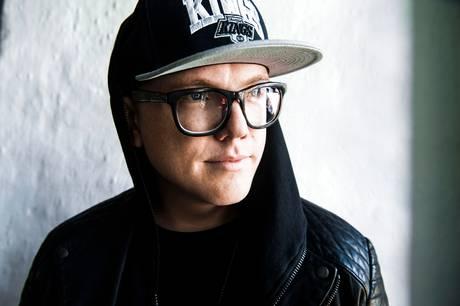 Carpark Norths frontmand, Lau Højen, solodebuterer med en personlig plade, der har afsæt i sorg og frygt, men som er forankret i kærlighed.