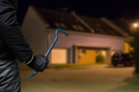 Danmarks Statistik melder i tredje kvartal om fald i antallet af indbrud på landsplan - undtaget i Vejle, hvor stigningen er 8,5 procent. Hos politiet blæser der dog positive vinde, for ifølge deres statistikker er faldet af indbrud i Vejle markant i første halvår af 2021