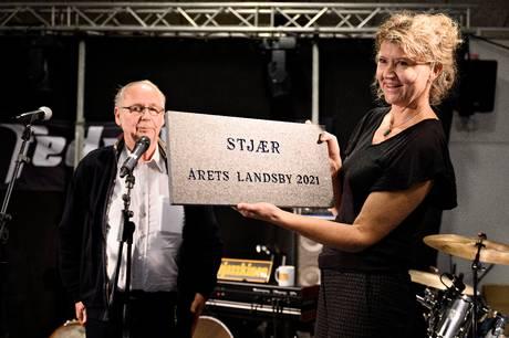 Gaveregn over landsby, der vandt konkurrence som Årets landsby i Danmark, og det blev fejret på behørig vis.