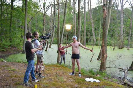En helt ny serie i fem afsnit har set dagens lys. Salamiboy er titlen, og bag den står tre unge film-folk fra Hammel blandt andre.