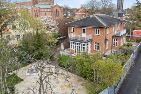 Krimi-forfatteren bag Afdeling Q-romanerne, Jussi Adler-Olsen, har netop solgt sin store villa i Valby efter bare fem år som ejer af adressen.