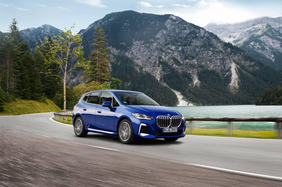 BMW er klar med den anden generation af den praktiske 2-serie Active Tourer. Den kommer i to versioner som plug-in hybrid, der begge kører op til 80 km på en opladning.