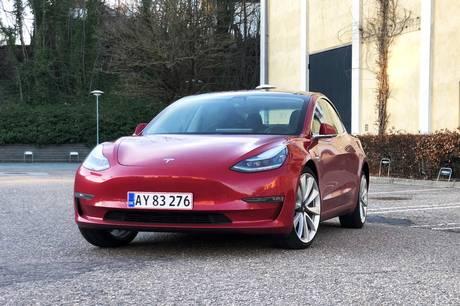 Den nye Tesla Model Y blev den mest solgte bil i september, mens Tesla Model 3 kom ind på en tredjeplads i en måned, hver der kom nummerplader på rekordmange elbiler.