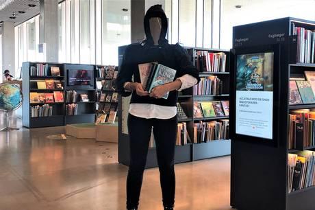 Kulter, et spøgelseshus, et børnehjem, en butik og en stor gul container. Disse ting er omdrejningspunkt for den håndfuld bøger, Aarhus Bibliotekerne i denne uge anbefaler som læsning til Halloween. Rigtig god - og grufuld - læselyst!