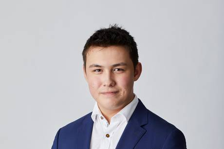 Der er brug for en ung person i byrådet, som de unge i Favrskov kan gå til og forholde sig til, mener Nicolai Wang.