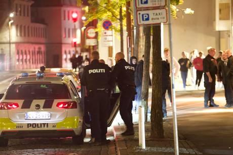 En 25-årig mand tog fredag aften voldsomme og voldelige metoder i brug på Old Irish i Vejle.