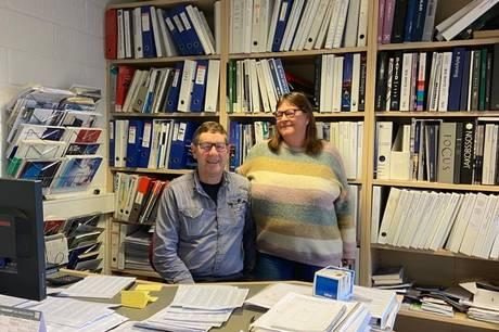 Efter næsten 23 år som selvstændig har Iver Nielsen<AS> og hans hustru <AS>Birgitte solgt deres <AS>virksomhed på Mortensensvej 24 i Auning. Overtagelsen sker formelt 1. november.