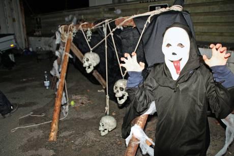 Hammel Handel inviterer som altid på det store udtræk, når der er tema og open by night - denne gang er det Halloween