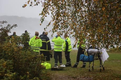 Den person. der i formiddags blev fundet livløs i vandet nær den gamle Lillebæltsbro, er afgået ved døden. Der er tale om en midaldrende mand.