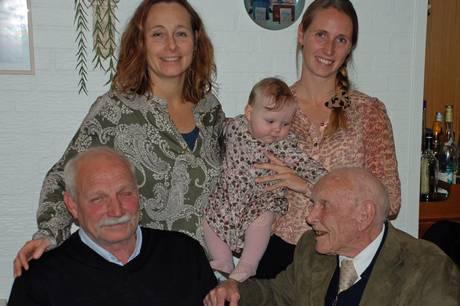 Corona udsatte 90 års fødselsdag - men nu lykkedes det at holde festen på tværs af fem generationer.