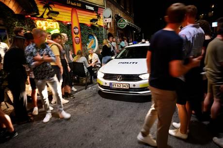 Østjyllands Politi måtte på overarbejde i nat, for en masse – især fulde – mennesker kunne ikke finde ud af at opføre sig ordentligt.
