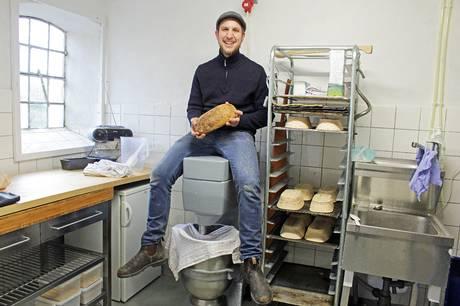 Det lille økologiske bageri i Feldballe er nomineret i landsdækkende konkurrence.