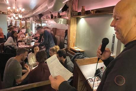 Tir Na Nógs legendariske quizmaster, Stephen Hutchings, har gjort pubben til byens scorested. Hans torsdagsquiz har ført til mindst syv ægteskaber, og masser af god underholdning.