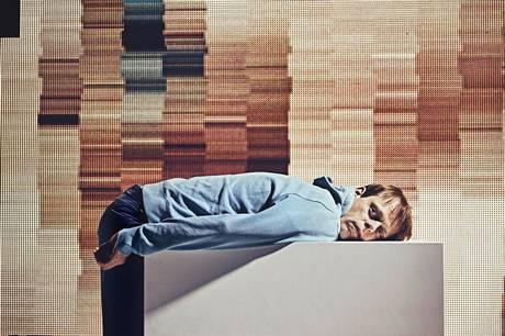 Jacob Madsen Kvols står for første gang længe på Aarhus Teaters mindste, faste scene, Studio Scenen, i monologen The Supreme Gentleman.