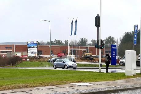 Den nye Jysk i t-krydset Hammelvej/Skanderborgvej får T. Hansen som nærmeste nabo. Foto: CSJ