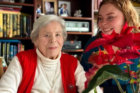 Gerda Tabermann og hendes private besøgsven Camilla Lienhøft har det rart sammen flere gange ugentlig. Foto: Michael Wulff