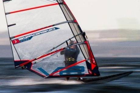 Ebeltoft Windsurf Klub har indgået en sponsoraftale med energiselskabet OK. Foto: Ebeltoft Windsurf Klub
