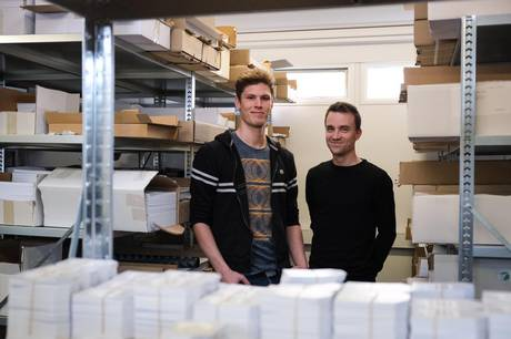 Andreas Helbo Bech og Nikolaj Lykke Viborg er de to aarhusianske iværksættere bag plakatvirksomheden 'Dialægt'.