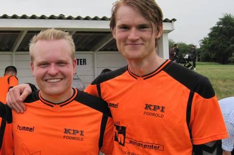 De to offensive profiler Martin Holm Hansen (tv) og Jakob Degn Larsen var kampafgørende i Kolind-Perstrup IF's premieresejr på 2-1 over Fårvang IF. Arkivfoto: Martin Schultz