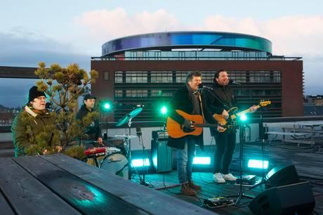 Poul Krebs gav koncert fra Musikhusets tagterrasse sidste onsdag - et sted der normalt er forbeholdt koncerthusets medarbejdere.