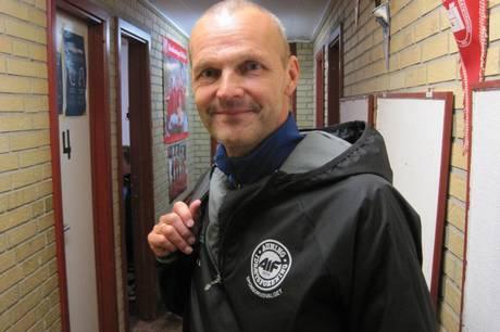Auning IF's træner Claus Svenningsen (billedet) og hans hold fik et point med hjem fra mødet med Skødstrup SF på et sent mål på straffespark. Arkivfoto: Martin Schultz