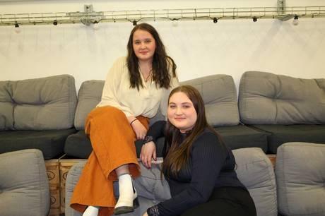 Erika Vinstrup og Olivia Ambrosius Jakobsen er begge med i Skanderborg Ungdomsråd, som er en unik mulighed for byens unge, hvis de gerne vil høres og have mulighed for at påvirke nogle af de beslutninger, der tages i Skanderborg Kommune. Pressefoto